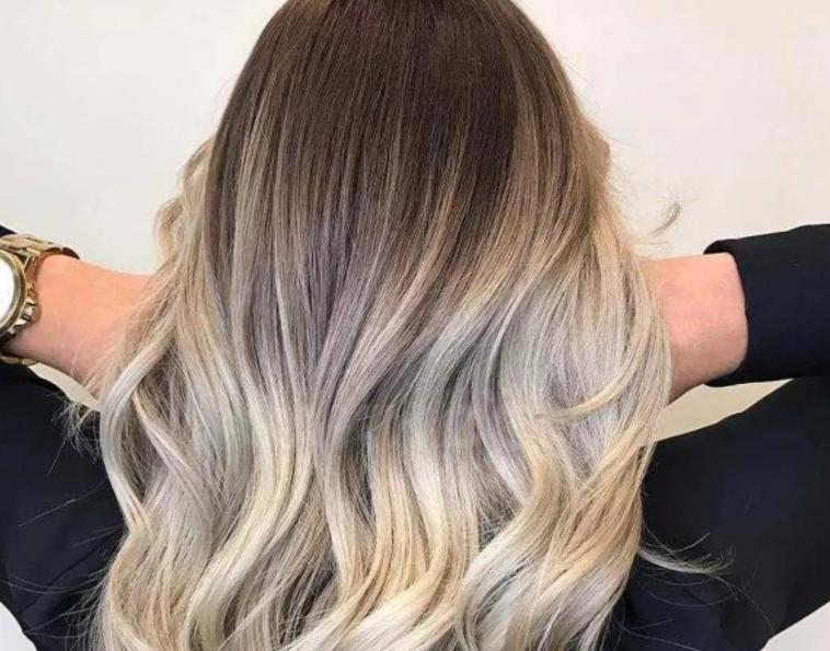 Модное сложное окрашивание волос 2021 года