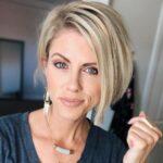 Модные женские стрижки на средние волосы 2021 после 40 лет
